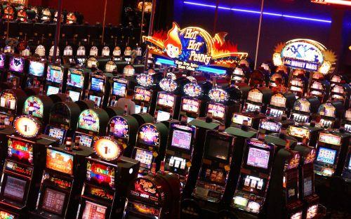 Room_full_of_slot_machines